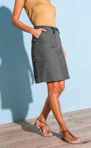 Plátěná moderní sukně ke kolenům s praktickými kapsami