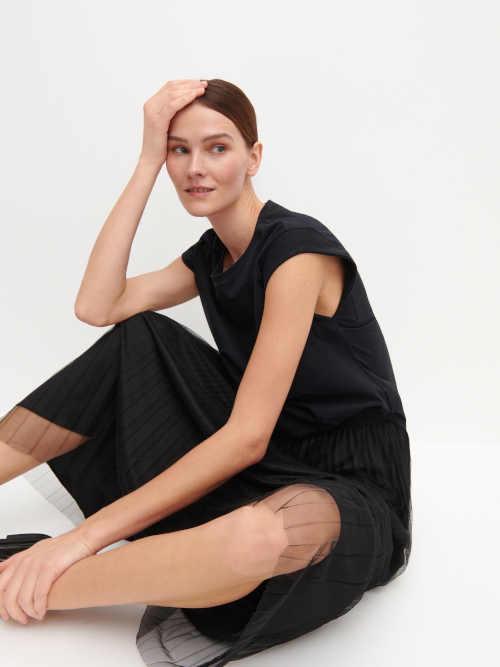 černá sukně se spodničkou