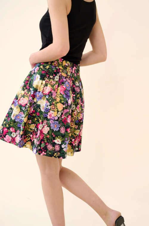 květovaná áčková krátká sukně