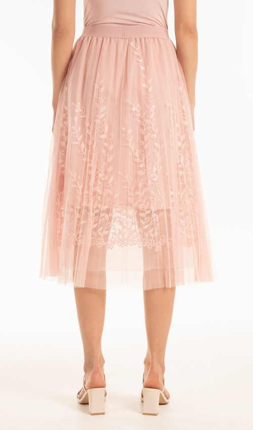 tylová sukně s moderní výšivkou