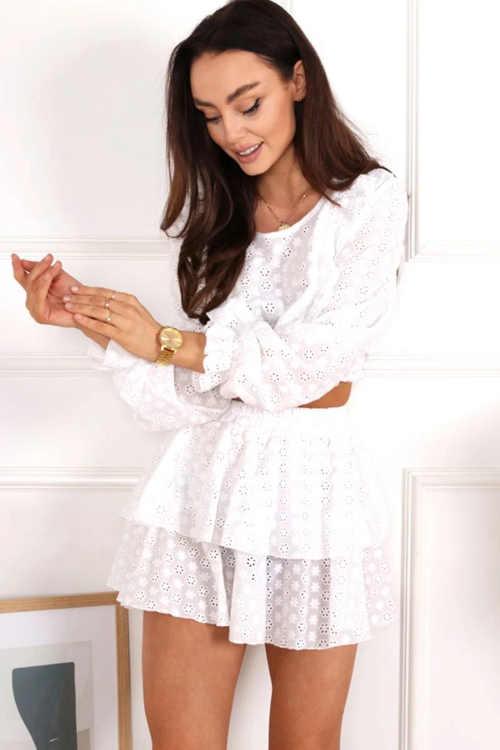 Bílý volánový komplet v moderním provedení top se sukní