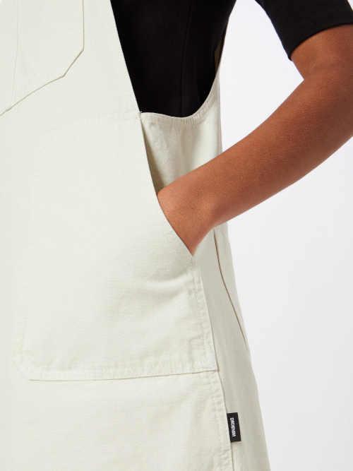 bílá krátká džínová sukně