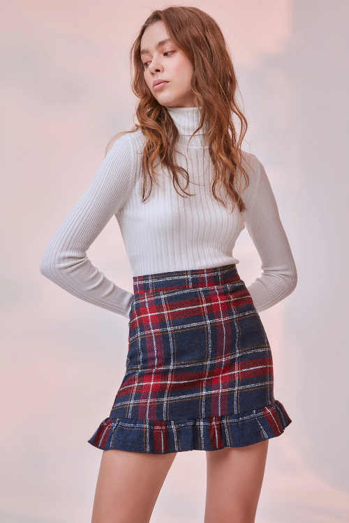 krátká sukně v kostkovaném provedení
