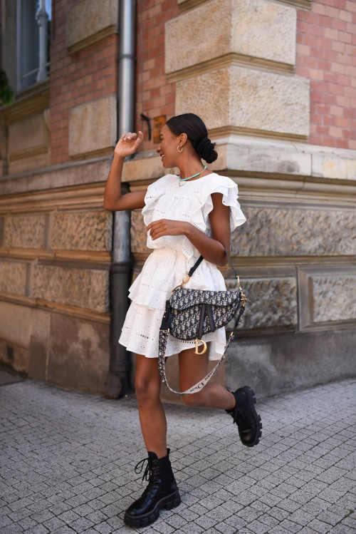 Dámská stylová sukně s volány do obloukového lemu